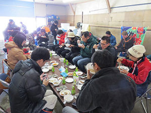 漁師小屋で昼食